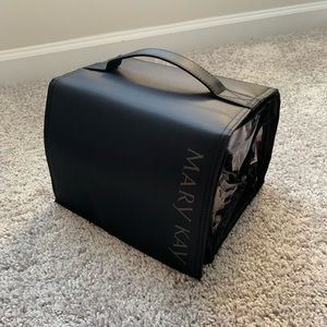 Mary Kay toiletry bag. Excellent condition.